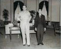 Le général Mac Arthur au côté de l'empereur Hiro Hito