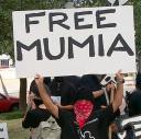 Free Mumia (Mumia gratuit) interpelle ce jeune exsangue et sans pouvoir d'achat